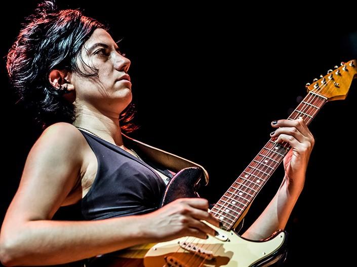 Ava Mendoza por Peter Gannushkin