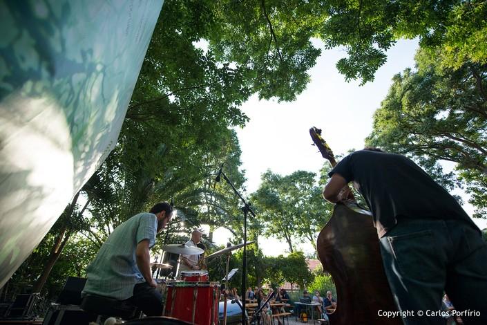 Conversas com pássaros - @Jazz.pt Artes & contextos JiGG 2016 Sputnik Trio Carlos Porfirio 4 big