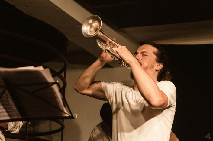Luís Vicente, trompete a arder
